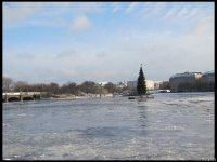 the Kleinalster - a small lake in the city center of Hamburg that was full of ice