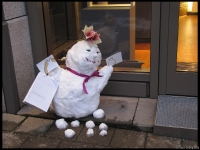 A snow man doing some impromptu diamond marketing...  industrious Germans!
